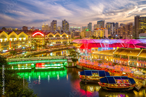 Pinturas sobre lienzo  aerial view of Clarke Quay in singapore at night
