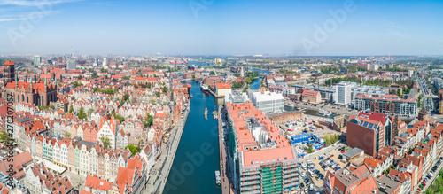 Fototapeta Gdańsk - panorama miasta z lotu ptaka. Rzeka Motława przepływająca przez stare miasto. obraz