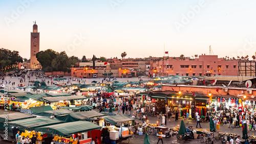 Cuadros en Lienzo  MARRAKECH, MOROCCO - MAY 15 2019: Djemaa El-fna at Marrakech, Morocco