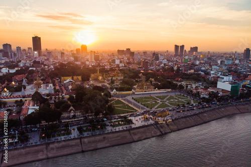 Foto op Aluminium Kuala Lumpur Top view of Cambodia's capital Phnom Penh during evening sunset.