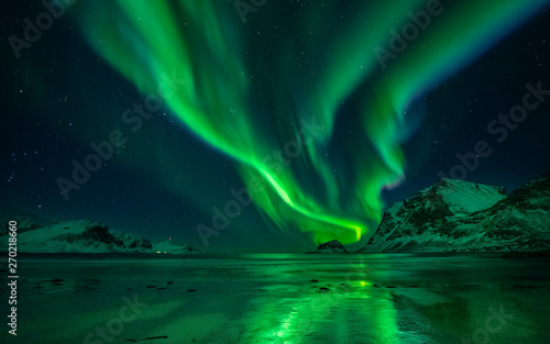 Foto auf Gartenposter Nordlicht Northern Lights Beach