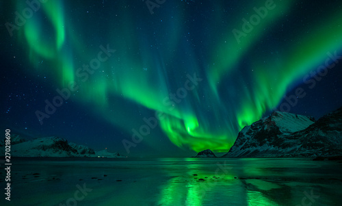 Photo sur Toile Aurore polaire Northern Lights Beach