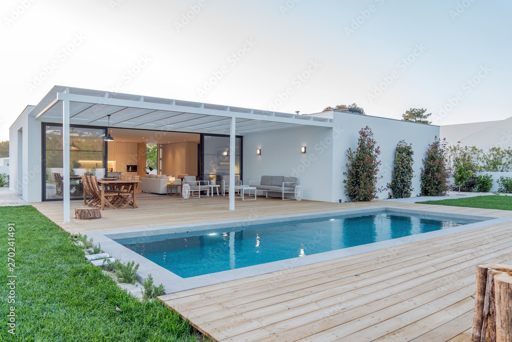 Fototapety, obrazy: Modern villa with pool and garden