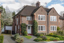 Semi-detached House In Pinner