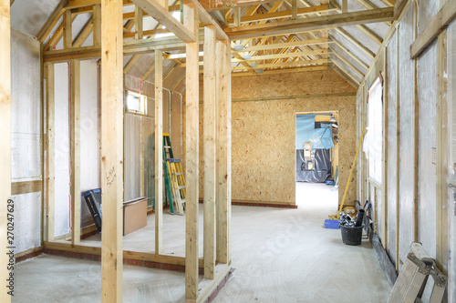 Obraz Timber frame house construction - fototapety do salonu