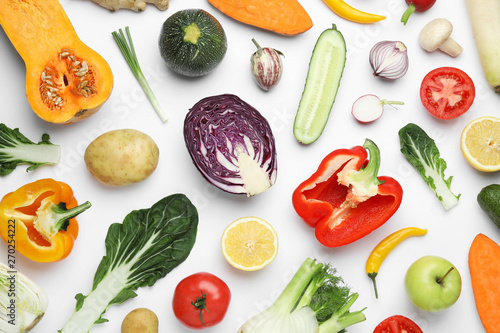 Photo sur Toile Cuisine Flat lay composition with fresh ripe vegetables and fruits on white background