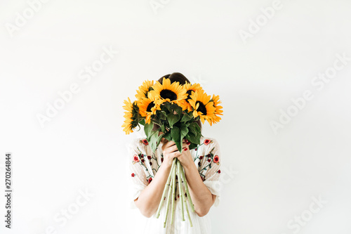 In de dag Zonnebloem Young pretty woman with sunflowers bouquet on white background.