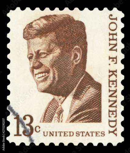 UNITED STATES OF AMERICA - CIRCA 1967: A used postage stamp printed in United States shows a portrait of the President John Fitzgerald Kennedy in brown, circa 1967 Fototapet