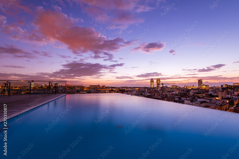 Obraz Luxury roof top swimming pool with a city view fototapeta, plakat