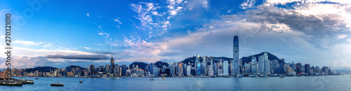 Fotografiet  Hong Kong skyscraper panorama from across Victoria Harbor