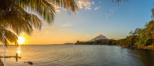 Photo Panoramic view at the sunset with Conception Volcano at the Nicaragua lake in Om