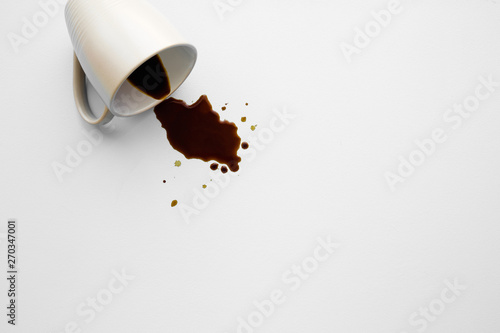 Fresh spilled black coffee from mug on gray table Fototapet