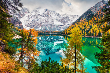 Fototapeta Do salonu First snow on Braies Lake. Colorful autumn landscape in Italian Alps, Naturpark Fanes-Sennes-Prags, Dolomite, Italy, Europe. Beauty of nature concept background.