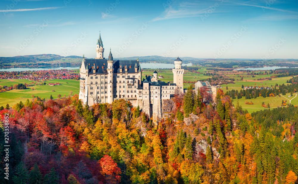 Fototapety, obrazy: Sunny autumn view of Neuschwanstein Castle (Schloss Neuschwanstein) in  in Fussen Germany. Great morning scene in Bavarian Alps, Germany, Europe. Traveling concept background.