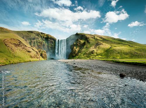 Foto  Gorgeous summer view of Skogafoss Waterfall on Skoga river