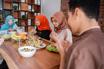 The Hijrah family prayed together before breaking the fast at home