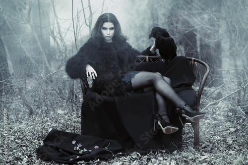 Valokuva  raven and lady