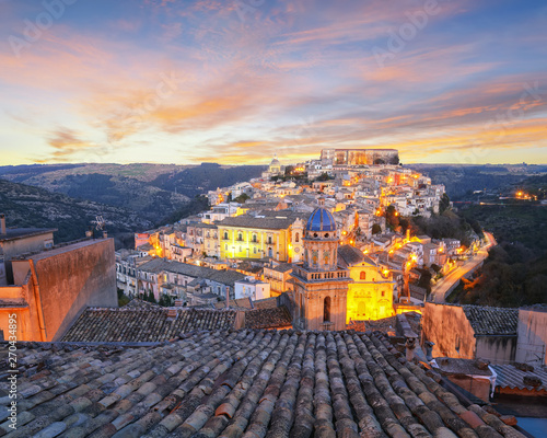 Foto auf AluDibond Südeuropa Sunset at the old baroque town of Ragusa Ibla in Sicily