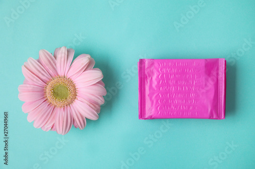 Tuinposter Gerbera Flat lay composition with menstrual pads and gerbera flower on color background. Gynecological care