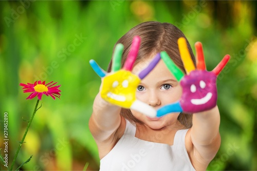 Photo  Cute little girl with colorful painted hands on  background