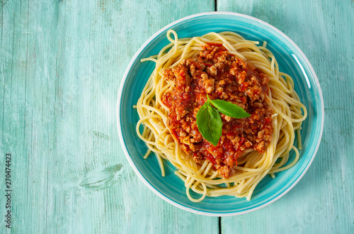 spaghetti bolognese on wooden surface Fotobehang