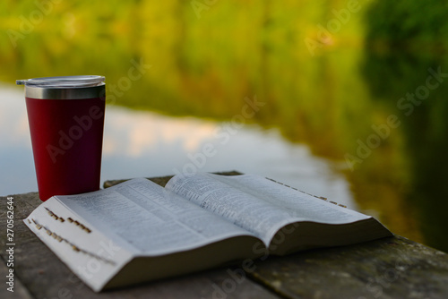 Fotografía Devotional time outdoors: the Bible and a travel mug