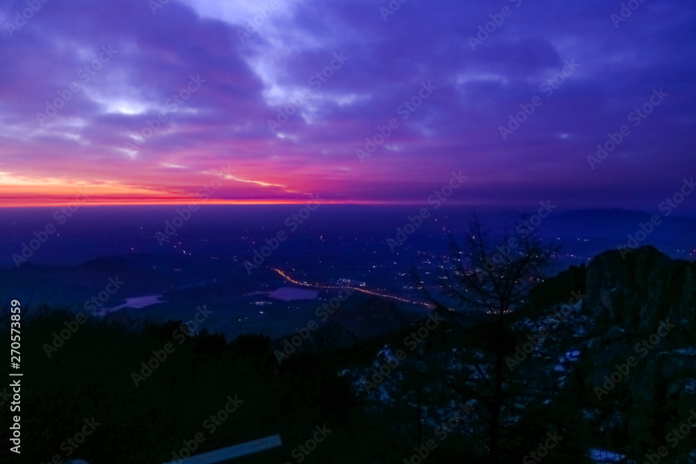 Fototapety, obrazy: Sunrise view of mount tai. The direction of the mountains.The morning glow of sunrise.Clouds surge, colorful clouds at sunrise.The sunrise on the horizon.Overlooking the city and the lake
