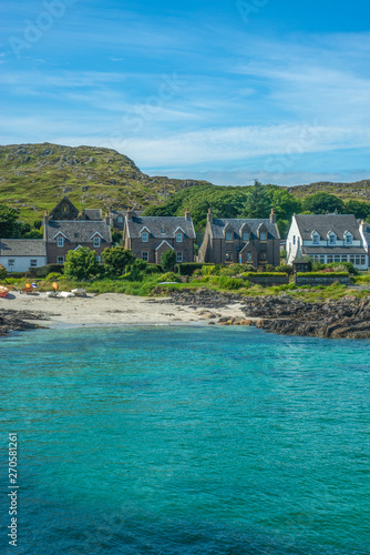 Obraz na płótnie Turquoise Bay With Traditional Cottages By the Beach on the Isle of Iona in the