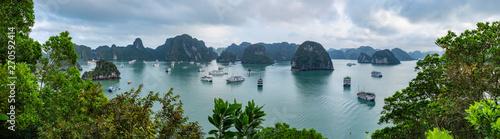 Obraz Halong Bay in Northern Vietnam  - fototapety do salonu