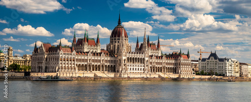 Photo  Building of the hungarian parliament in a Budapest, capital of Hungary, by the Danube river