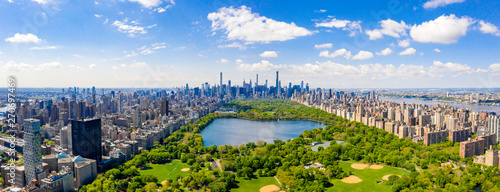 Fototapeta Central Park aerial view, Manhattan, New York. Park is surrounded by skyscraper. Beautiful view of the Jacqueline Kennedy Onassis Reservoir in the center of the park. obraz