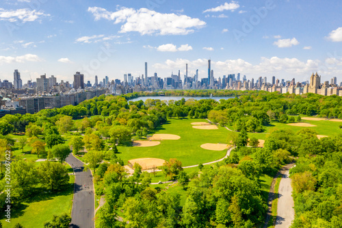Fototapeten New York Aerial view of the Central park in New York with golf fields and tall skyscrapers surrounding the park.