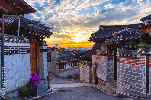 Poster Con. Antique Sunrise and beuatiful old Architecture house Bukchon Hanok Village in Seoul,South Korea