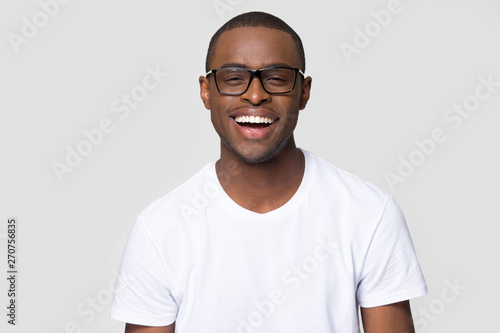 Photographie  Headshot portrait african man in glasses laughing looking at camera