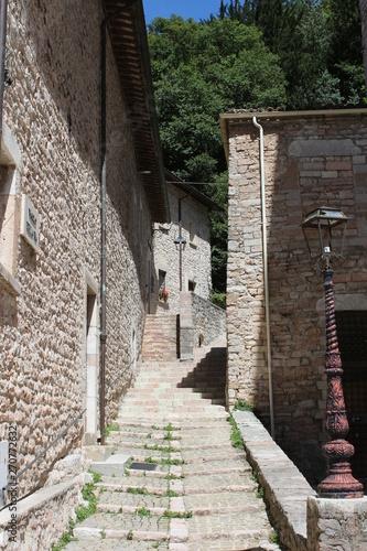 Small medieval alley in Visso city (Macerata, Marche, Italy) Tapéta, Fotótapéta
