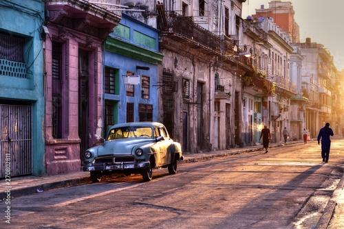 Fotografija  Typical street scene from Havana Vieja in sunrise, Old Havana, Cuba