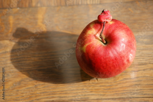 Fotografía  big and small apple. big red apple New York and small New Jersey