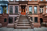 Fototapeta Na drzwi - a view of a row of historic brownstones in an iconic neighborhood of Manhattan, New York City