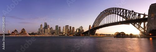 Cadres-photo bureau Sydney Panoramic view of Sydney downtown and Harbour Bridge at the sunset