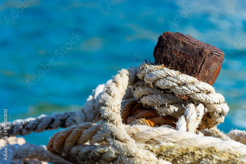 Cuadros en Lienzo Old mooring bollard