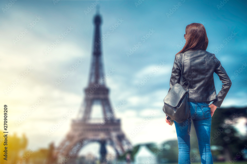 Fototapeta woman  eiffel tower