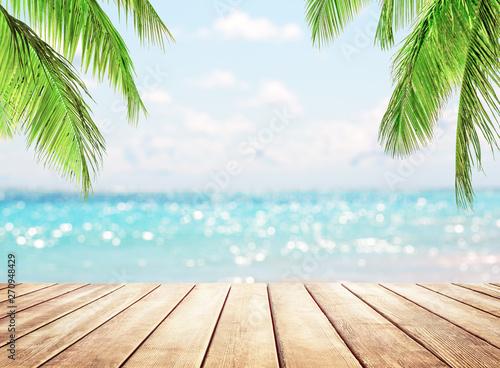 Poster Palmier Blurred blue sky background