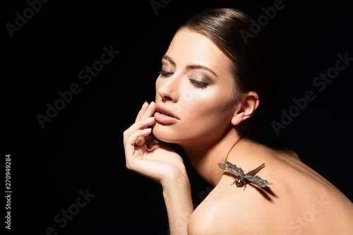 Photo sur Toile Les Textures dragonfly and lady