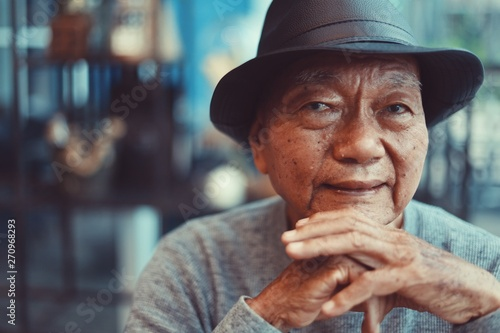 Fotografia  Portrait of Asian Senior Man drinking coffee in cafe