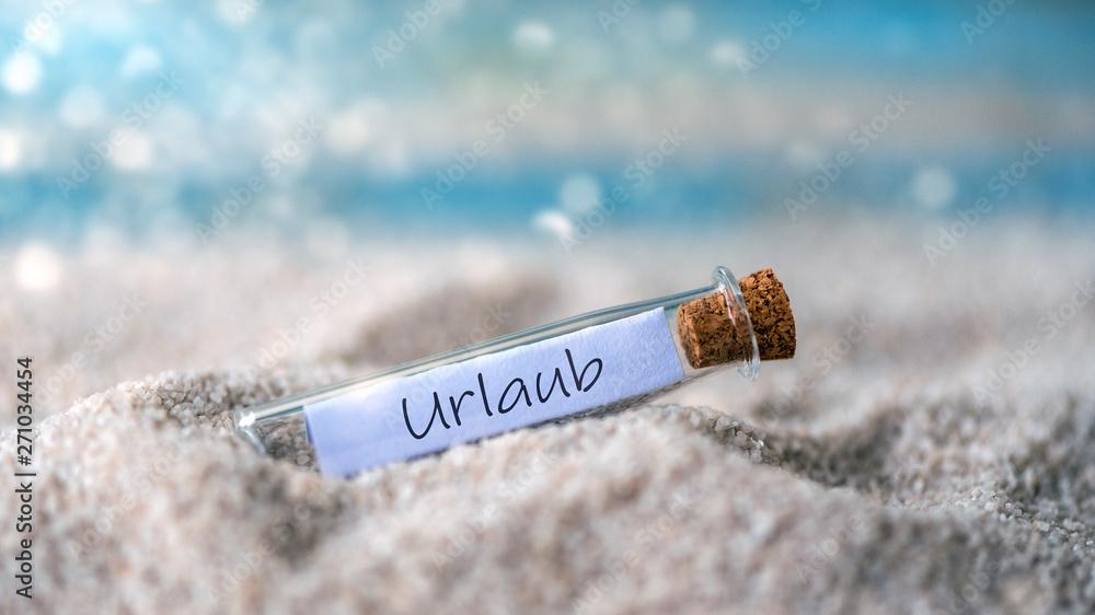 Leinwandbild Motiv - Sonja Birkelbach : Flaschenpost mit einem Zettel am Strand: Urlaub