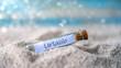 Leinwandbild Motiv Flaschenpost mit einem Zettel am Strand: Urlaub