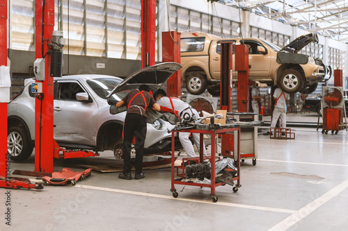 Photo Interior of a car repair in garage service station with soft-focus and over ligh