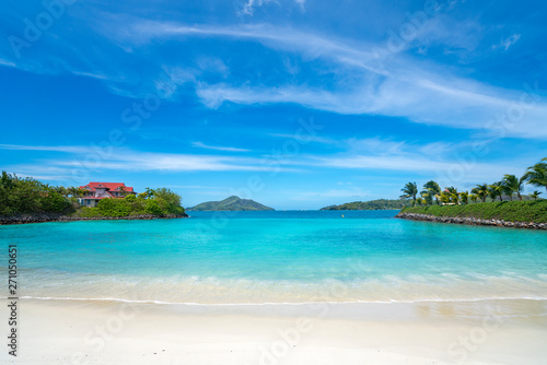 Fotografía  View of Eden Island Mahe Seychelles at sunny weather