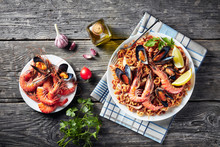 A Noodle Paella With King Prawns, Mussels