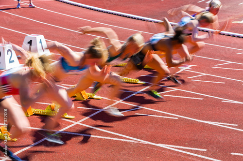 Fotografering Start beim Sprint in der Leichtathletik